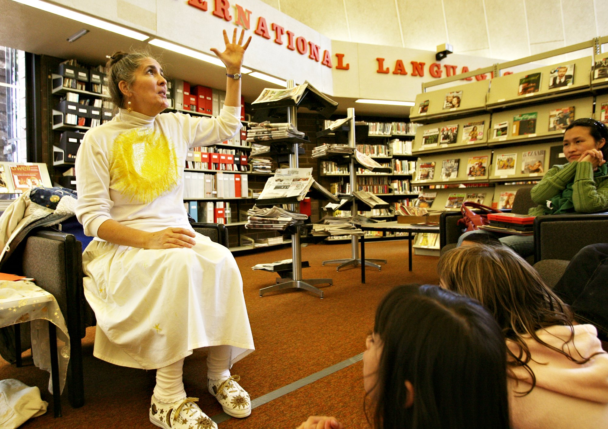 mary ellen hill storytelling in library